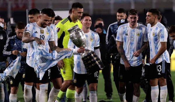 สร้างสถิติใหม่อีก! เมสซี่ ร่ำไห้หลังฉลองแชมป์โกปาฯ ต่อหน้าแฟนบอลฟ้า-ขาว(คลิป)